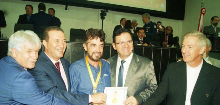 Prefeito Veloso recebe título de honraria na Capital do Estado